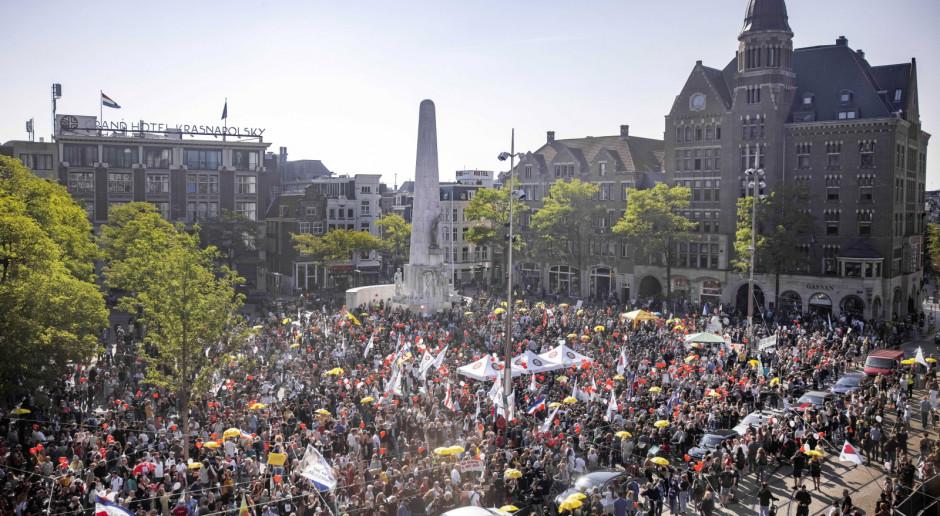 Holandia: Wielotysięczna demonstracja w Amsterdamie przeciw restrykcjom z powodu Covid-19