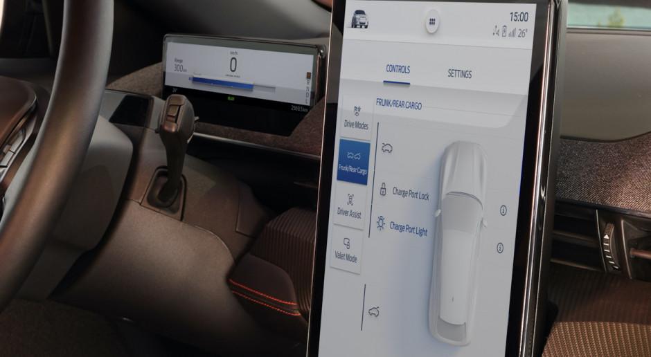 Auto nie chce gadać z komórką. Producenci smartfonów biorą sprawy we własne ręce