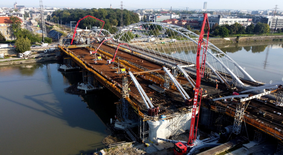 Rozpoczęło się betonowanie największego przęsła mostu kolejowego nad Wisłą