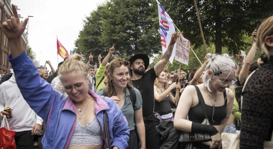 Holendrzy protestują przeciwko zakazowi organizowania festiwali