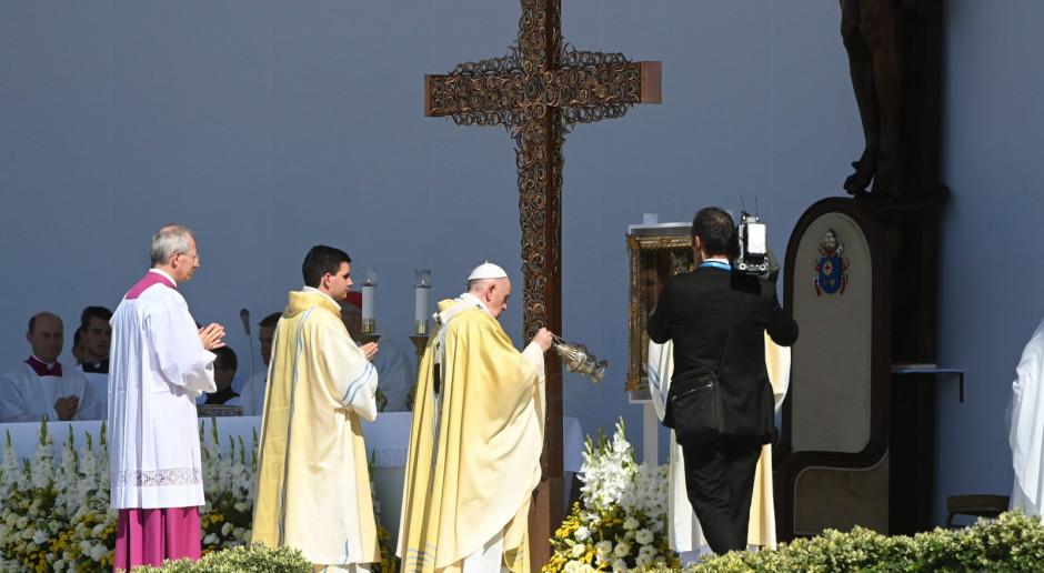 Węgry: Tysiące wiernych przybywają na mszę, którą papież odprawi w Budapeszcie