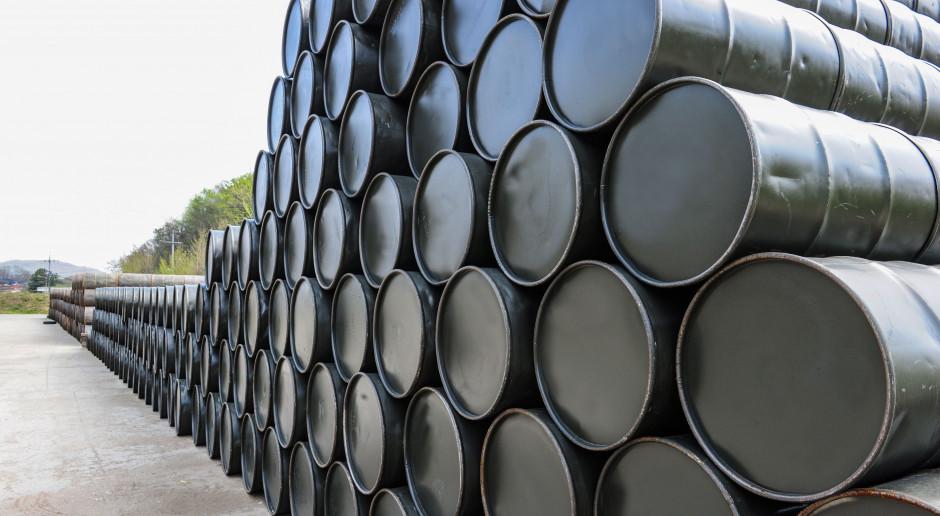 Cen ropy nabierają rozpędu po dużym spadku zapasów