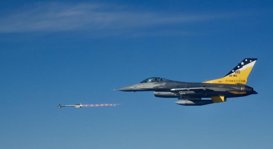 Amerykanie zrzucili 10 inteligentnych bomb