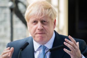 Premier Johnson radzi: Francuzi powinni przestać się obrażać