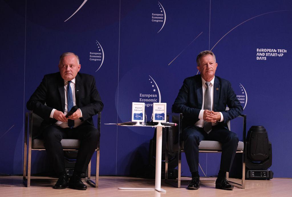 Wojciech Dąbrowski, prezes zarządu PGE i Artur Michałowski, wiceprezes, p.o. prezesa Taruon Polska Energia ( Fot. PTWP)