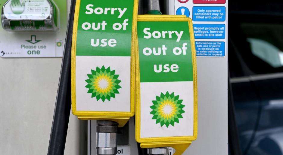 Wielka Brytania: Z powodu ograniczonych dostaw kolejki na stacjach paliw i racjonowanie benzyny