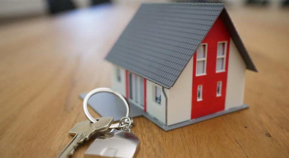 """KNF: Na rynku nie ma kredytów hipotecznych z opcją """"klucz za dług"""""""