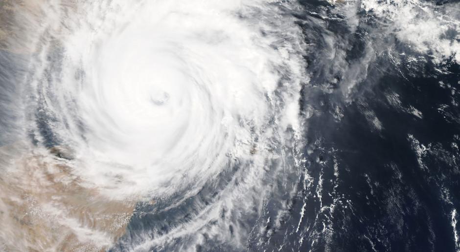 Indie: Cyklon uderzył we wschodnie wybrzeże kraju, ewakuowano ponad 100 tys. osób