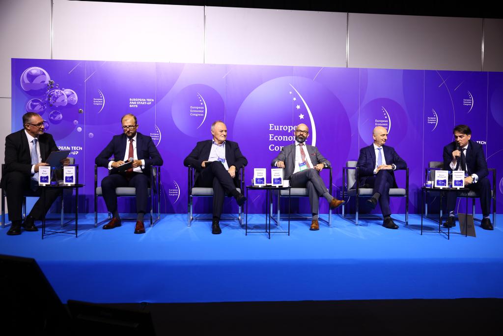 "Debata ""Polska europejskim zapleczem e-mobilności"". Fot. RK / PTWP"