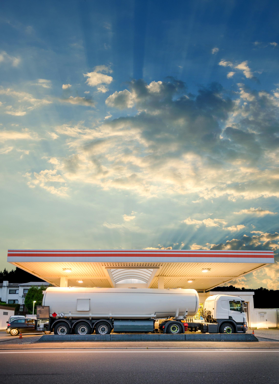 Dopiero po 2040 roku możemy spodziewać się w transporcie realnego wpływu alternatywnych źródeł napędu na spadek popytu na ropę. Fot. AdobeStock