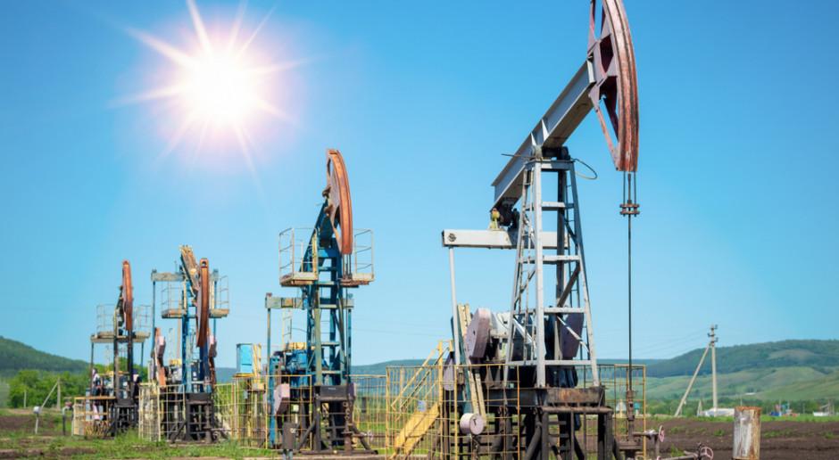 Cena ropy spada kolejny dzień z rzędu