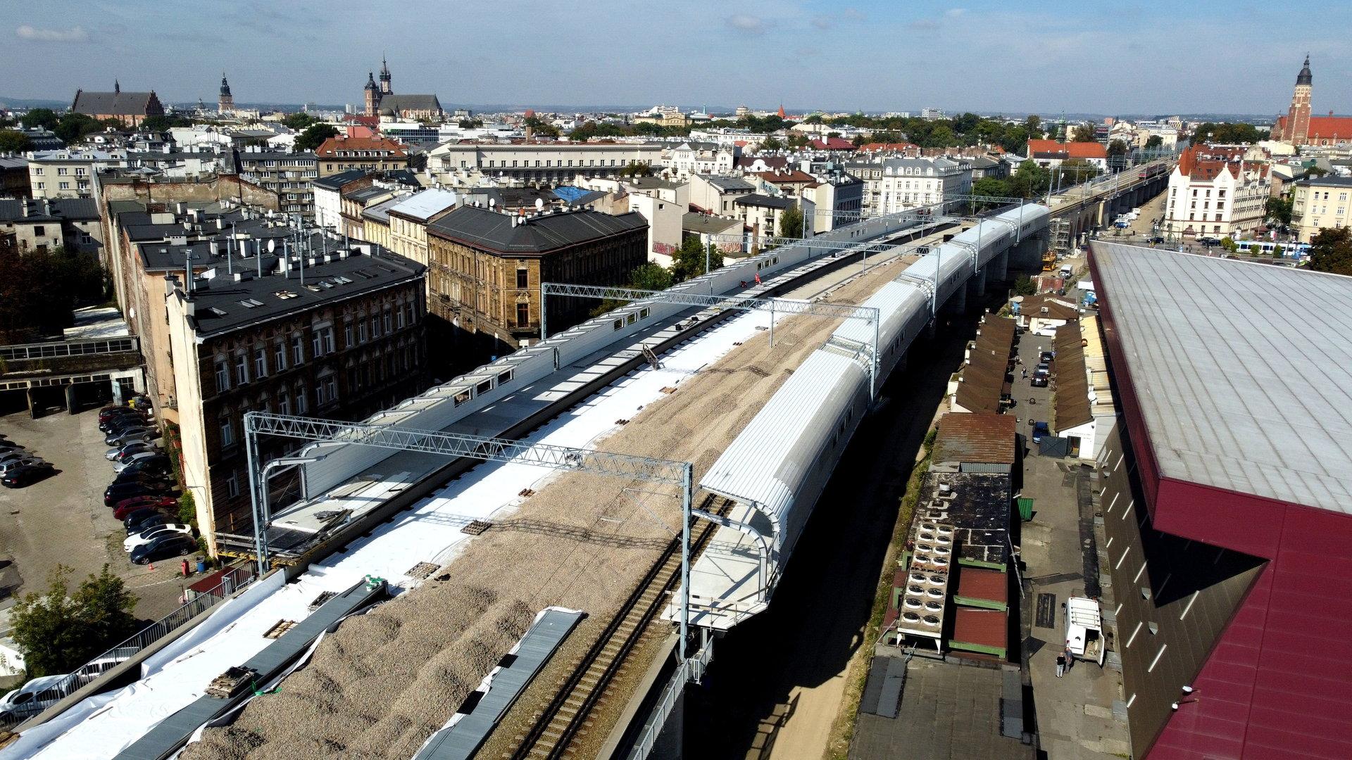 Wiadukt kolejowy nad ul. Grzegórzecką powstał w 1863 roku jako część linii kolejowej łączącej Kraków z Lwowem (fot. plk-sa.pl)