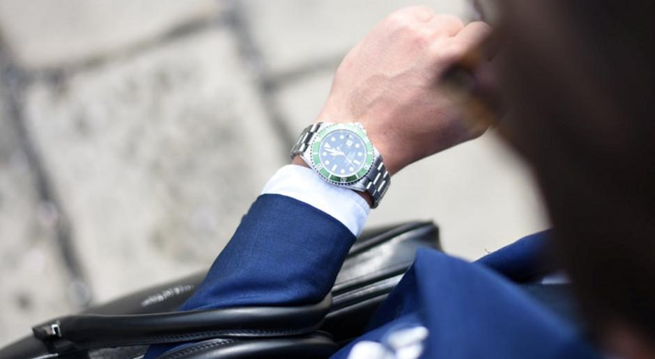 Zmiana czasu z letniego na zimowy. Co zyskujemy, gdy przestawiamy zegarki?