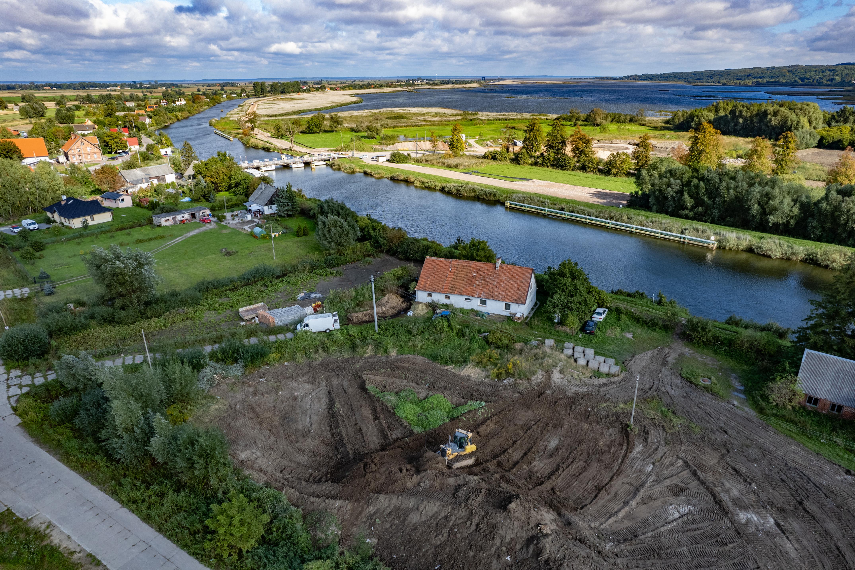 Kolejny etap prac budowy drogi wodnej łączącej Zalew Wiślany z Zatoką Gdańską (fot. Budimex)