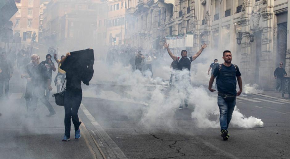 Włochy: Gwałtowna manifestacja i zamieszki antyszczepionkowców w Rzymie