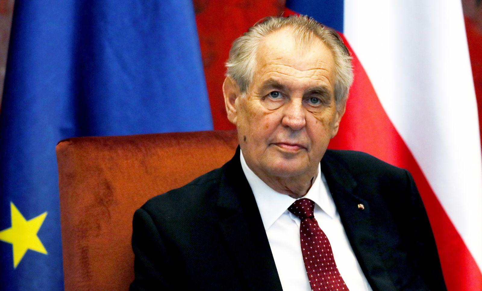 Czeski prezydent Milosz Zeman wylądował w szpitalu (fot. PAP/EPA/KOCA SULEJMANOVIC)