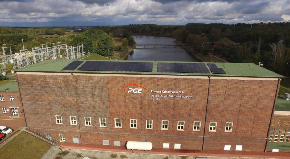 Blisko 150 paneli PV na dachu elektrowni w Dychowie