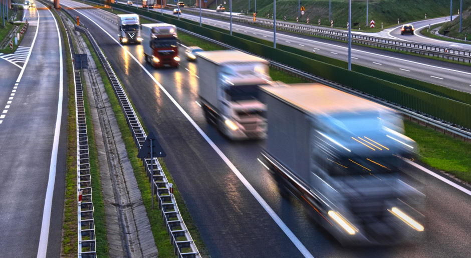 Największy port towarowy w Wlk. Brytanii zakorkowany przez brak kierowców ciężarówek
