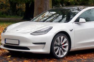 Jedna firma zamówiła w Tesli aż 100 tys. aut
